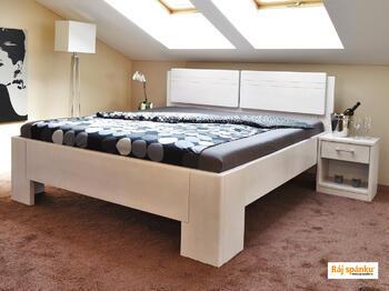 Manhattan masivní postel