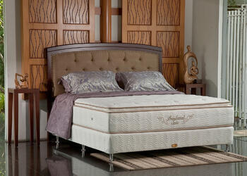 Q1 Luxusní boxspringová postel amerického typu.